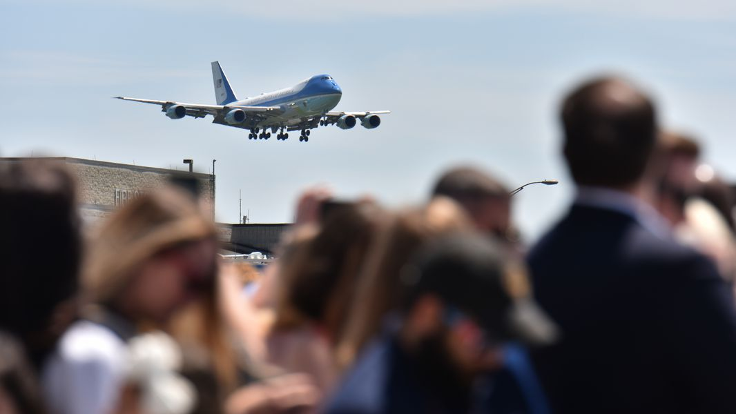 April 24, 2019 Atlanta - Air Force One approaches as people wait to see President Donald Trump and first lady Melania Trump arrive at Hartsfield-Jackson Airport on Wednesday, April 24, 2019. President Donald Trump and first lady Melania Trump addressed the Rx Drug Abuse and Heroin Summit at the Hyatt Regency Hotel in downtown Atlanta on Wednesday afternoon. HYOSUB SHIN / HSHIN@AJC.COM